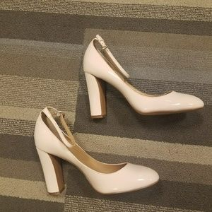 Adorable classy Peachy ankle strapped pumps. NWOT
